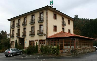 Hotel_Pepe_Soto_de_Luina_esquina